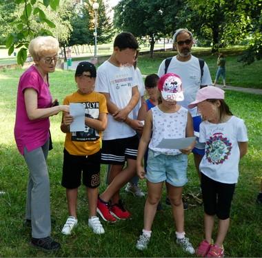 ●  5/07/17 – I bambini di centri estivi al Parco Centrale con i WL per conoscere gli Alberi giocando